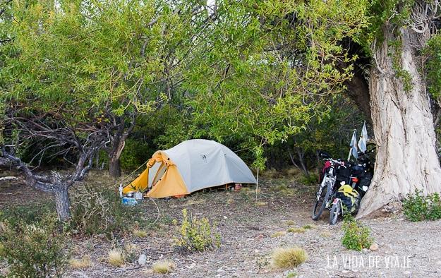 Acampando en el campamento vial