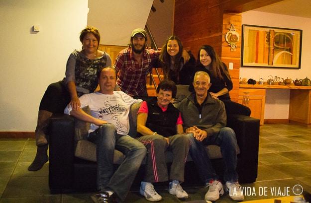 ¿Se acuerdan de Elena y Clemente? Ellos nos recibieron en Esquel y ¡en La Angostura cenamos todos juntos!