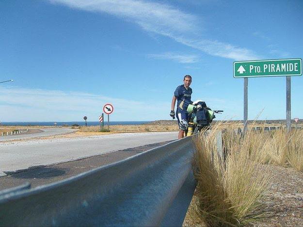 Brian recorriendo el sur de Argentina en dos ruedas