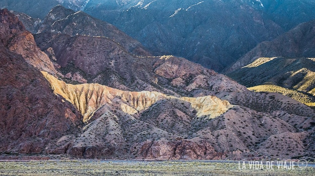 Los colores de las montañas vienen dados por los minerales: verde-cobre, lilas-manganeso, amarillo-azufre, blanco-cal