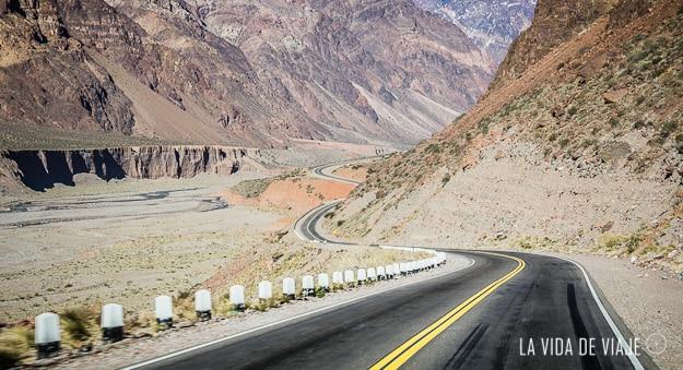 La 7, una de las rutas mas lindas con curvas, contracurvas, algunas montañas nevadas y otras casi sin vegetacion