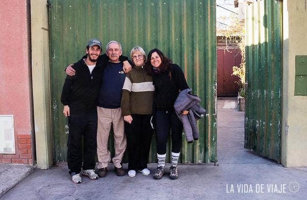 """Con los abuelos Olga y Julio (alias """"El Zorro"""") después de un rico asado"""