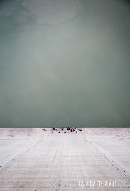 Pescadores en el dique