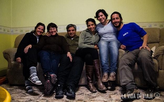 Con toda la familia Gómez (Paula es la que está en el medio)