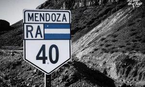 Ruta 40 en Mendoza (asfalto, ripio y cordillera a la vista)