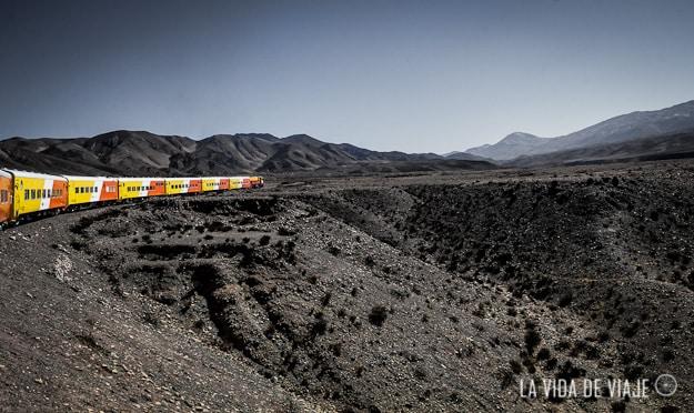 El segundo día de nuestra estadía en Salta, nos invitaron a vivir la experiencia del Tren a las Nubes. Inolvidable. (link: https://lavidadeviaje.com/en-el-tren-del-cielo/)