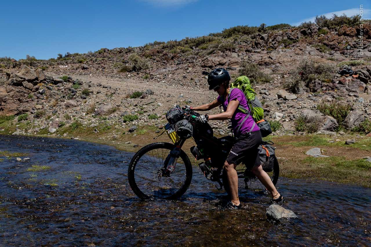 Cicloturismo y bikepacking. Neuquén, Argentina.