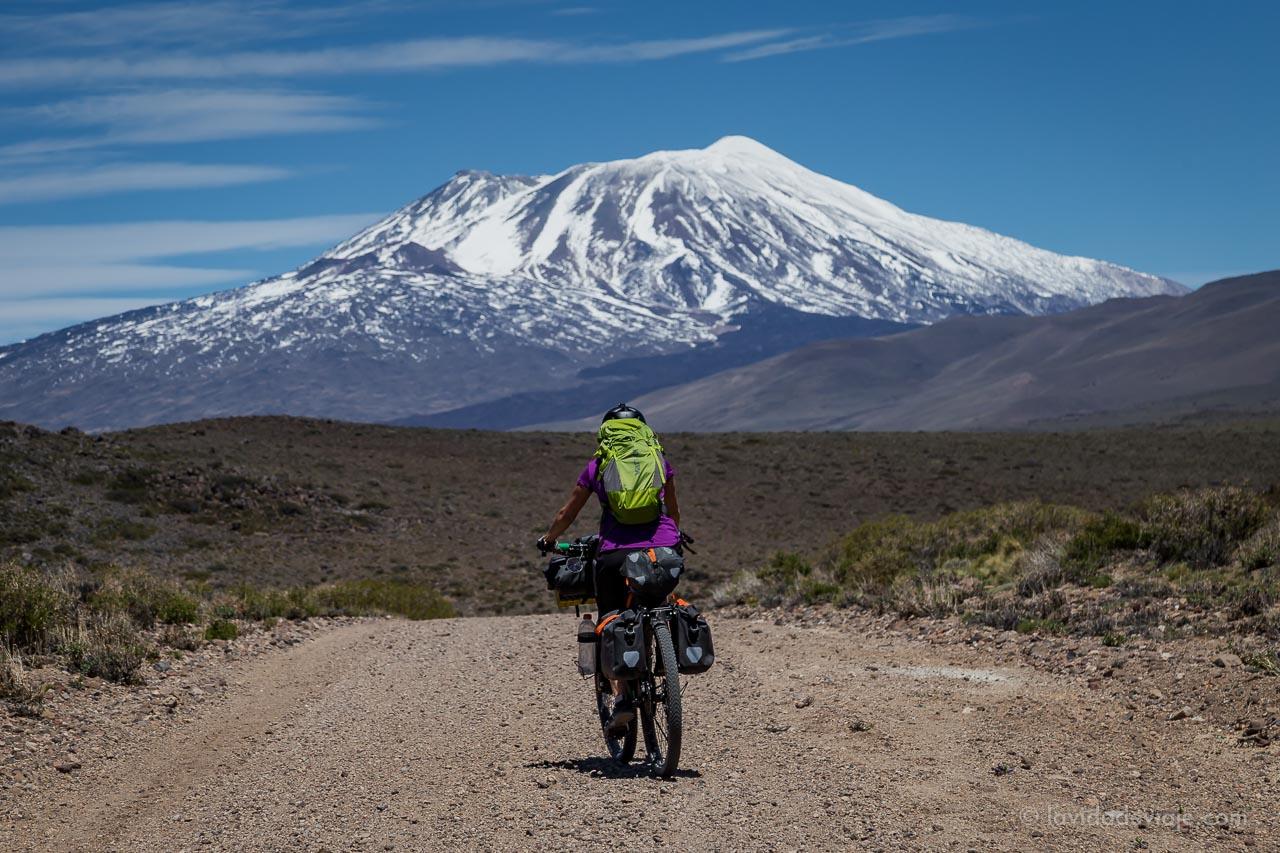 Cicloturismo y bikepacking. Neuquén, Argentina
