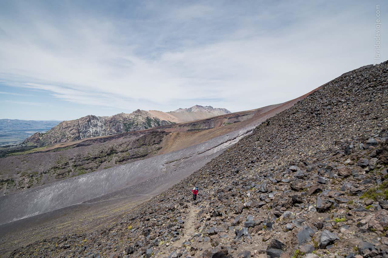 Caminata por sendero de mulas volcán Lanín