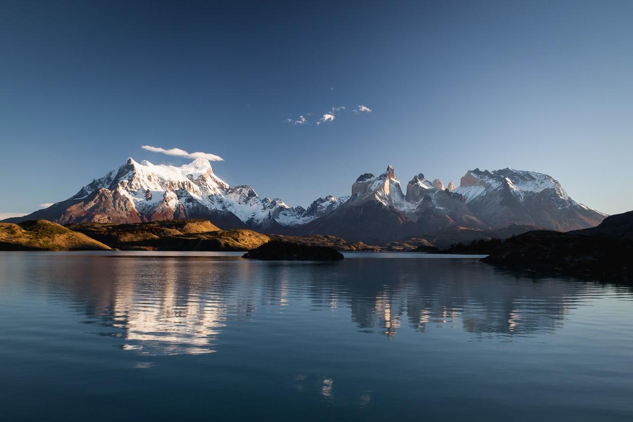 lago y montañas parque nacional torres del paine